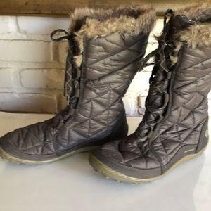 Columbia Women winter boots size 9.5